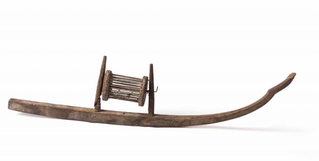 SPINNING WHEEL (ROKAT) INT HE FORM OF A BOAT